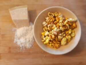 Cheese & bacon popcorn without bacon